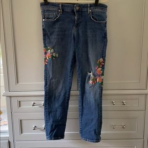 Floral embroidered mid-rise ankle jeans